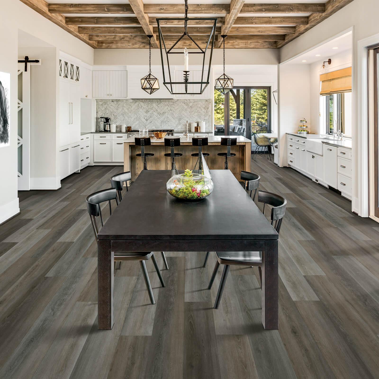 Laminate Flooring in DIning Room   Signature Flooring, Inc